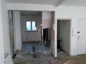 Mutfak yıkılınca çürümüş tahta zeminle karşılaştık
